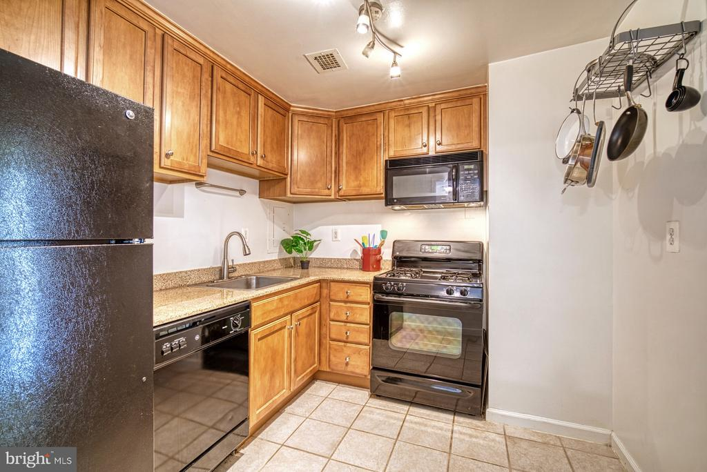 Space for bistro table or small island - 10570 MAIN ST #325, FAIRFAX