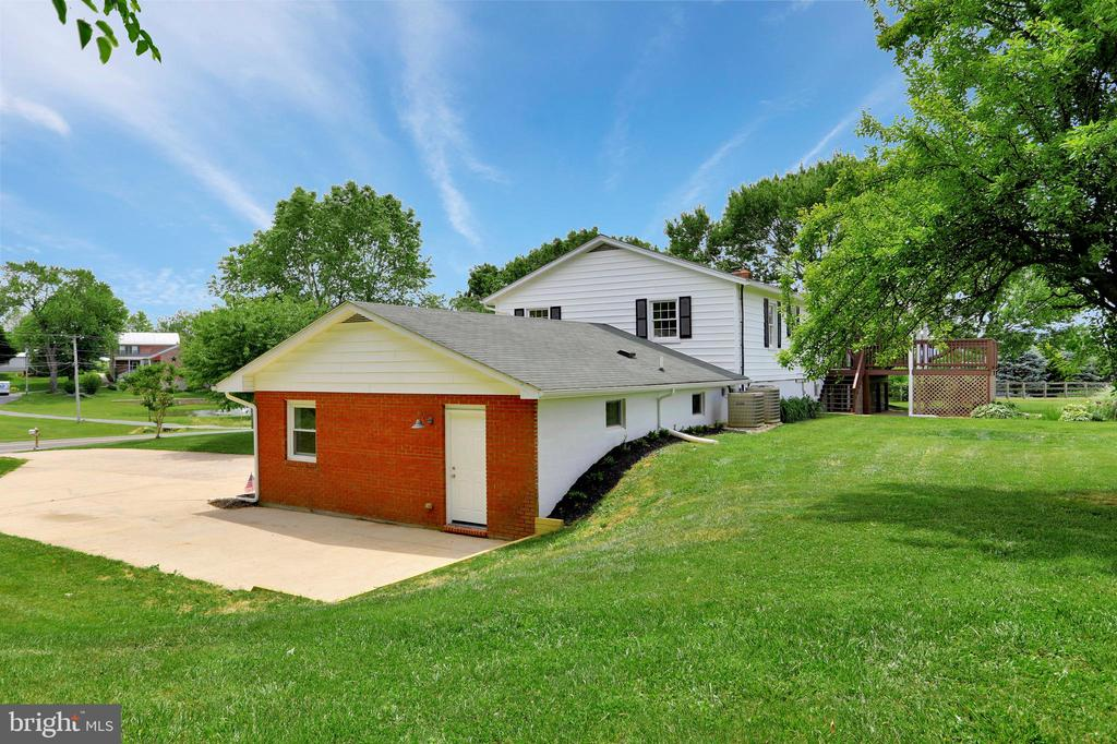 - 3916 VALLEY VIEW RD, MIDDLETOWN