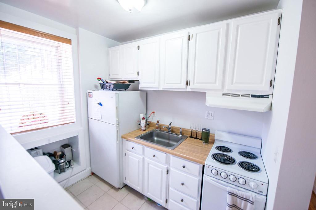 Kitchen - 115 2ND ST NE #16, WASHINGTON