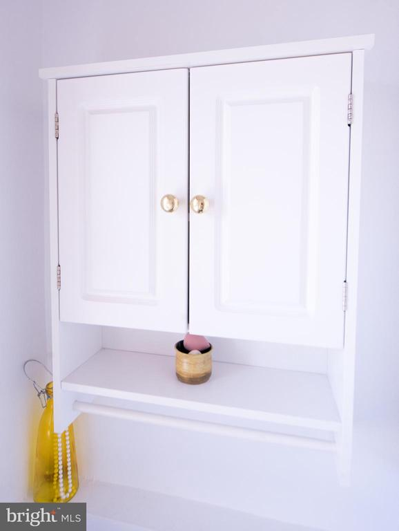 Bathroom cabinet - 115 2ND ST NE #16, WASHINGTON