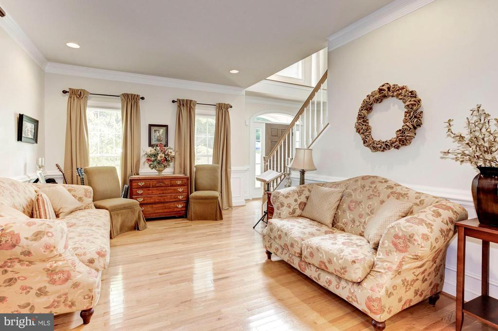 Spacious Living Room - 16215 CYPRESS CT, DUMFRIES