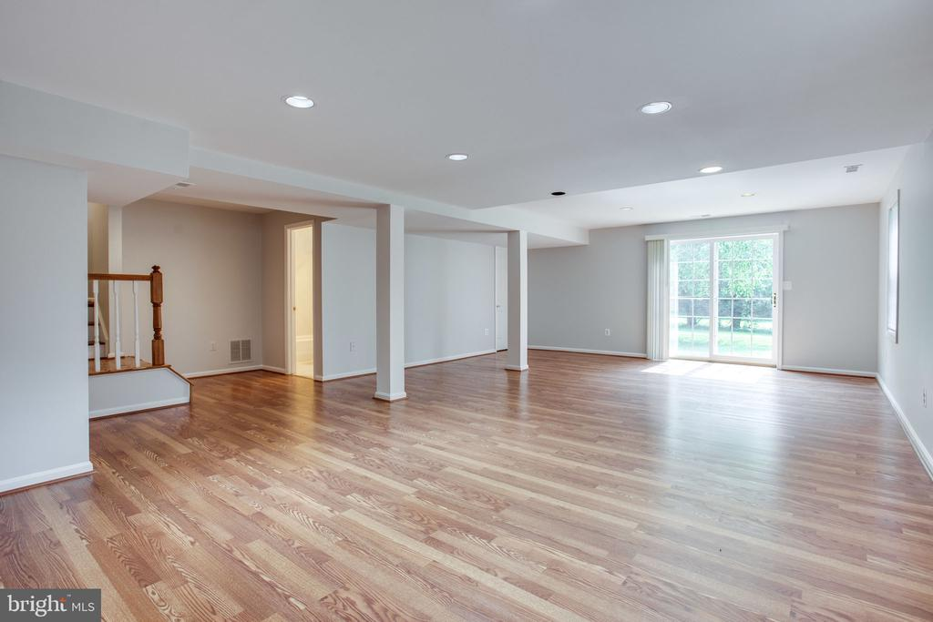 basement with walkout patio - 19923 SILVERFIELD DR, GAITHERSBURG