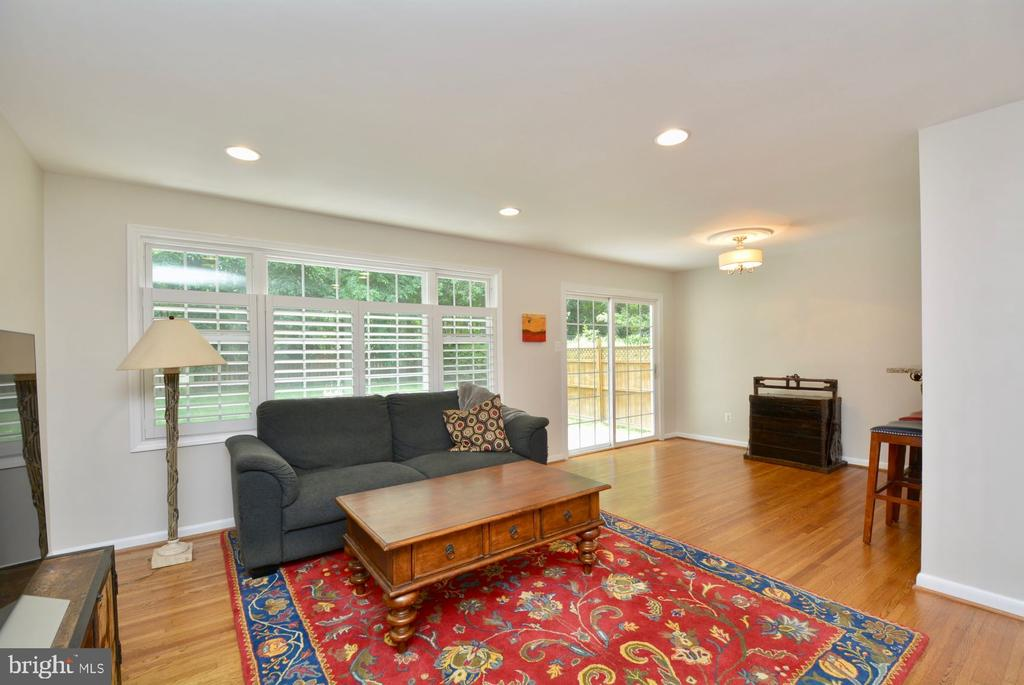 Large sunny living room with hardwood floors - 7701 HEMING PL, SPRINGFIELD