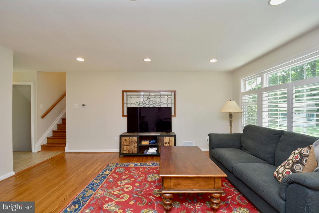 Living room has plenty of light and living space - 7701 HEMING PL, SPRINGFIELD