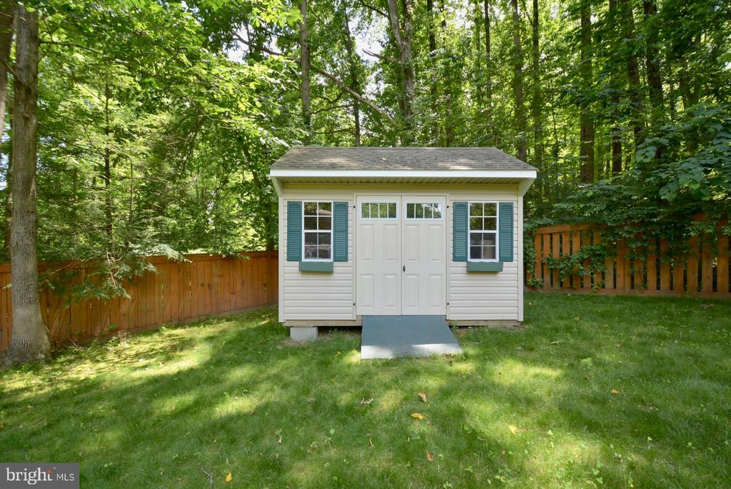 Aluminum sided shed great for garden tools. - 7701 HEMING PL, SPRINGFIELD