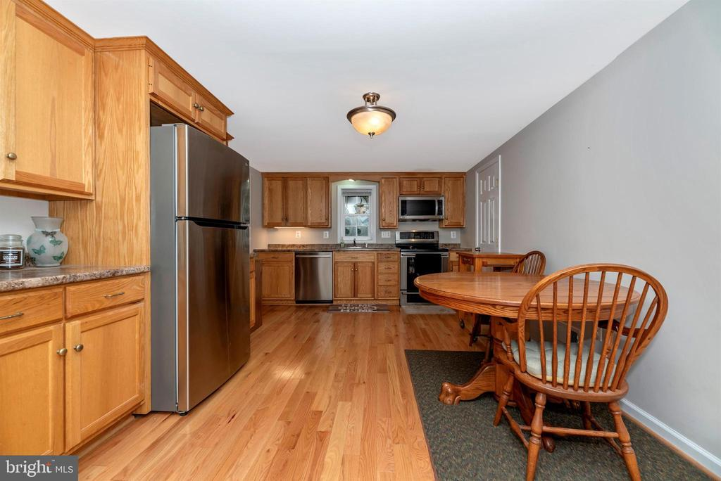 Eat-in kitchen with updated appliances. - 4110 SHADY LN, KNOXVILLE