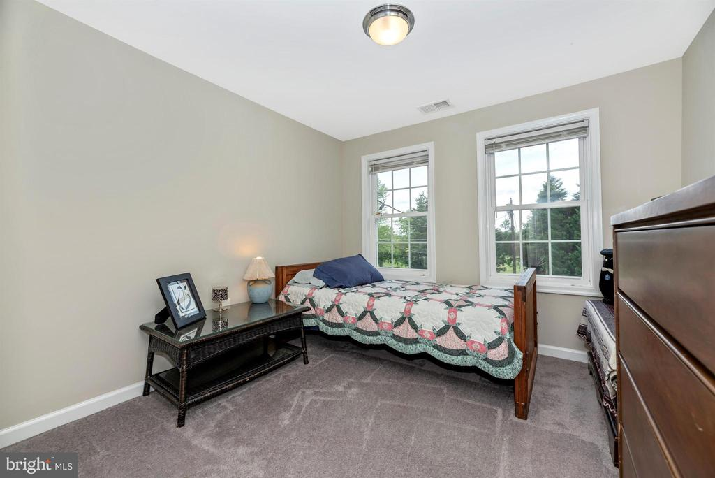 Third upper level bedroom. - 4110 SHADY LN, KNOXVILLE