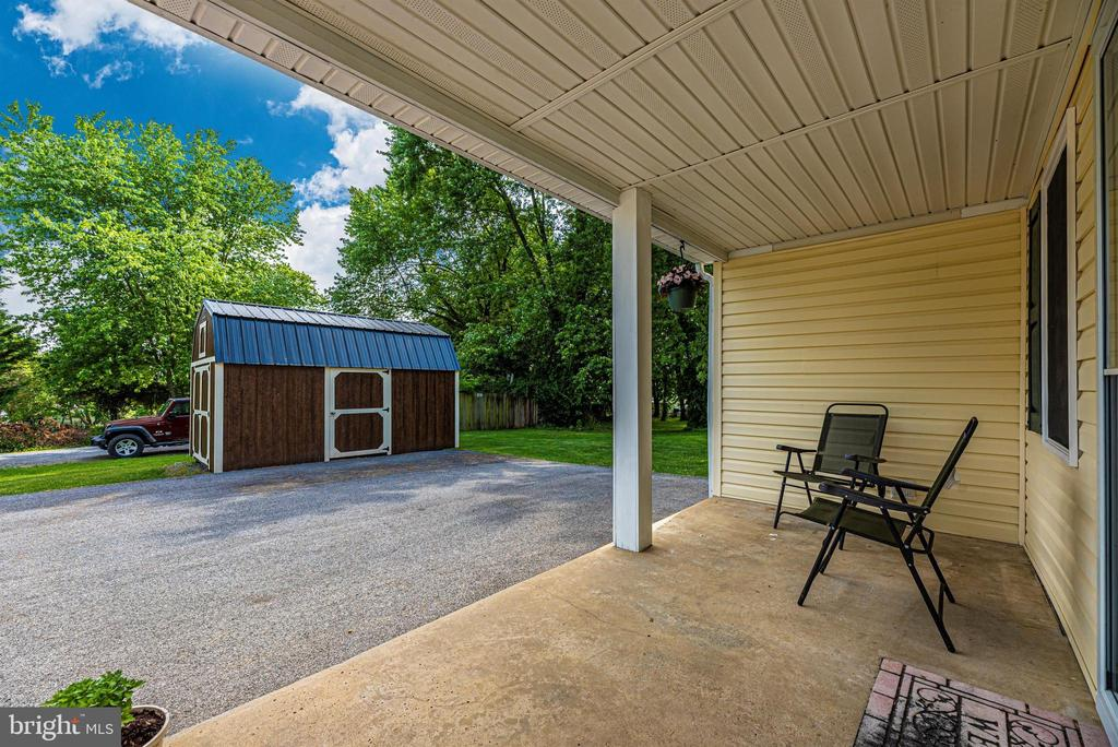 Covered front porch. - 4110 SHADY LN, KNOXVILLE