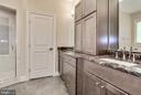 double vanity separate by storage cabinets - 3401 N KENSINGTON ST, ARLINGTON