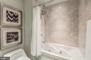 Jacuzzi tub and shower in Guest Suite - 1881 N NASH ST #1803, ARLINGTON