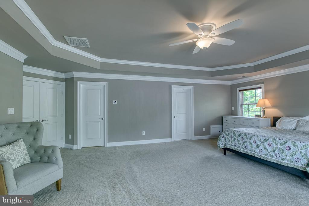 Sitting area in master bedroom - 3519 LAKE ST, FALLS CHURCH