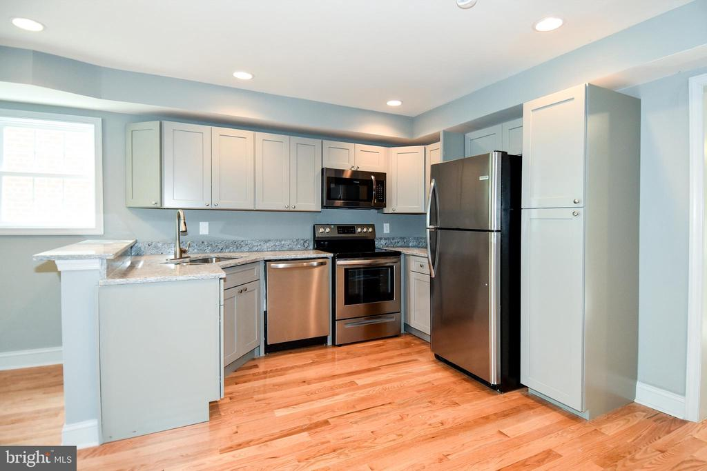 Welcoming and Modern Pallete in the Kitchen - 707 56TH PL NE, WASHINGTON