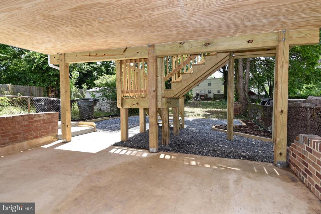 Great Patio Space - 707 56TH PL NE, WASHINGTON