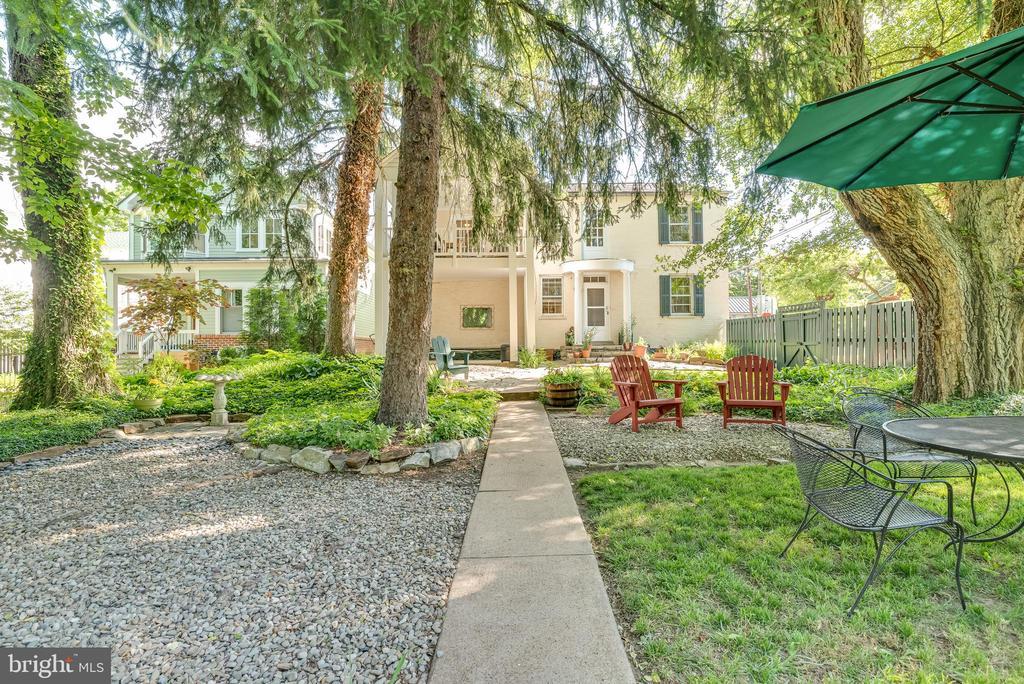 Beautifully planned back yard of Home - 300 W GERMAN ST, SHEPHERDSTOWN