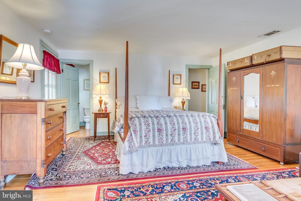 Upper level Bedroom - 300 W GERMAN ST, SHEPHERDSTOWN