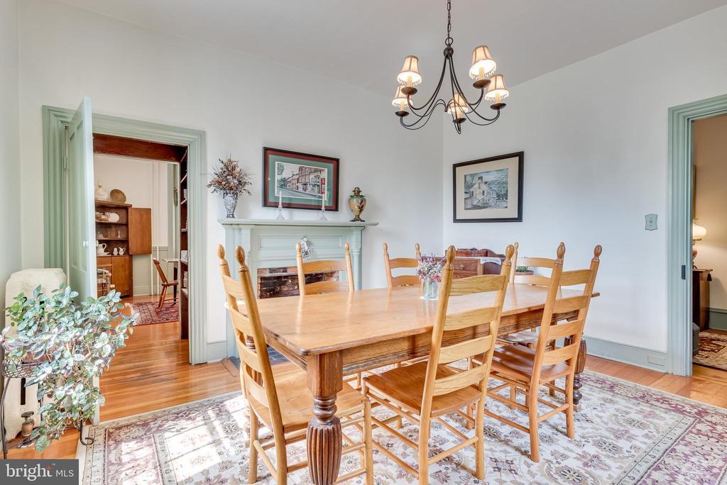 Formal Dining room, main level - 300 W GERMAN ST, SHEPHERDSTOWN