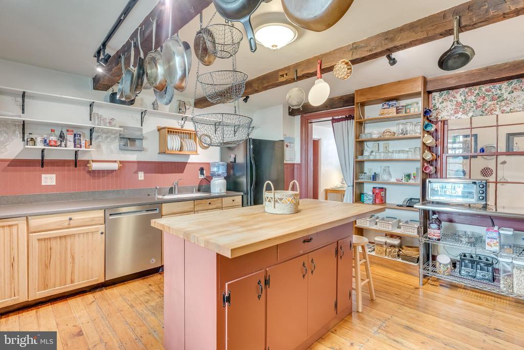 Spacious kitchen on main Level, hdwd floors - 300 W GERMAN ST, SHEPHERDSTOWN