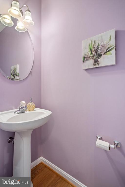 Half bath main level - 13011 PARK CRESCENT CIR, HERNDON