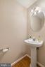 Entry level powder room - 13011 PARK CRESCENT CIR, HERNDON