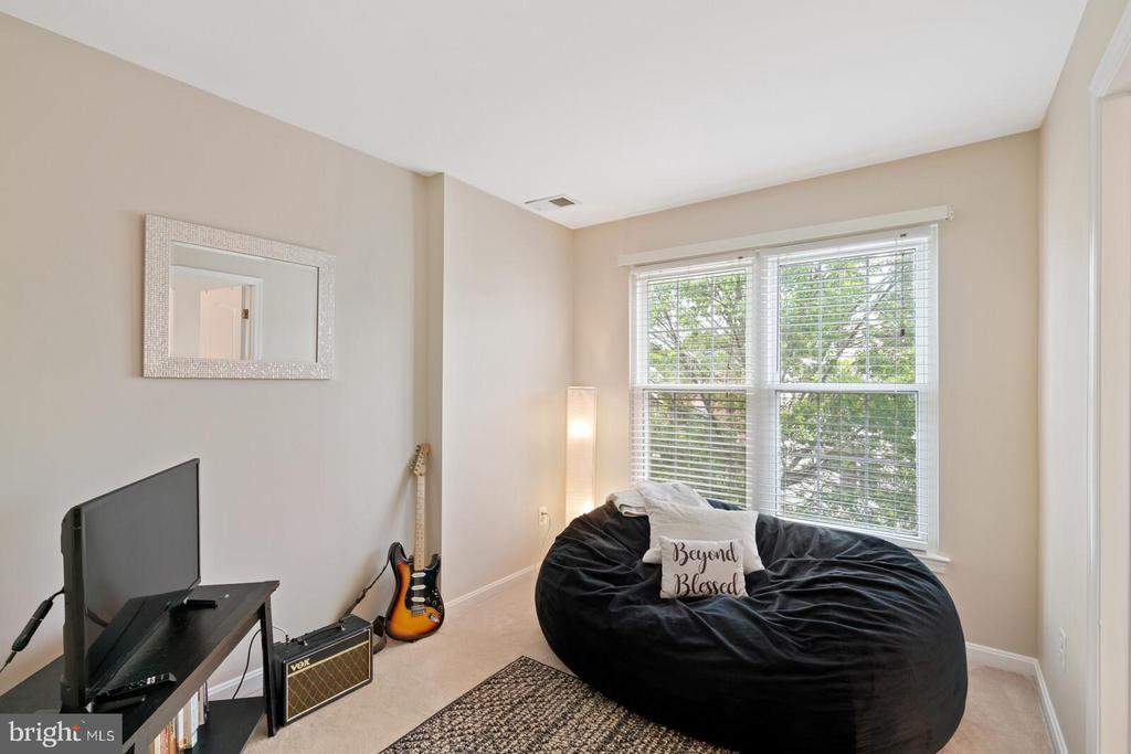 Separate sitting room or nursery - 13011 PARK CRESCENT CIR, HERNDON