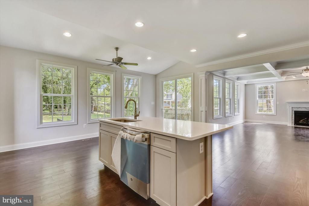 Granite island with breakfast bar seating - 2905 RANDOM RD, FALLS CHURCH
