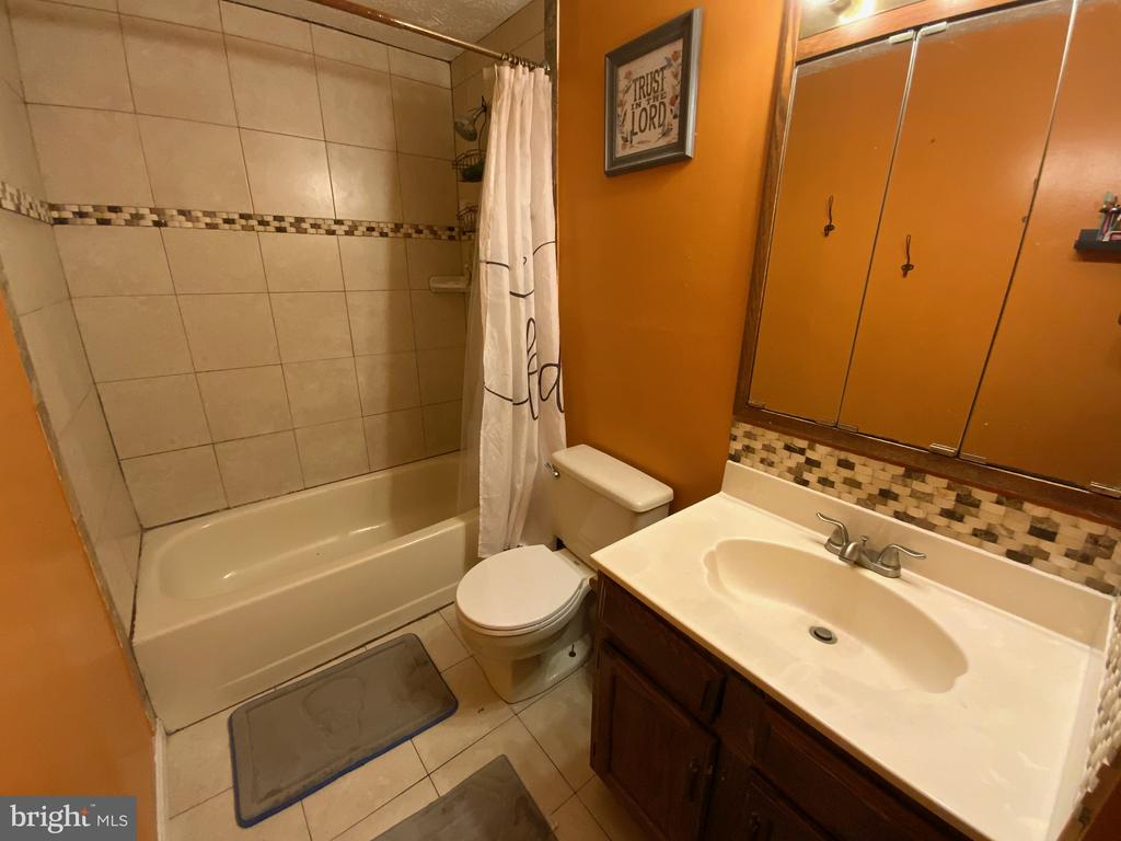 Full Bath - 14118 BUCK HILL CT, BURTONSVILLE