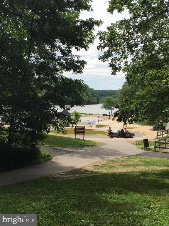 Lake Accotink with a beach and play areas - 7701 HEMING PL, SPRINGFIELD