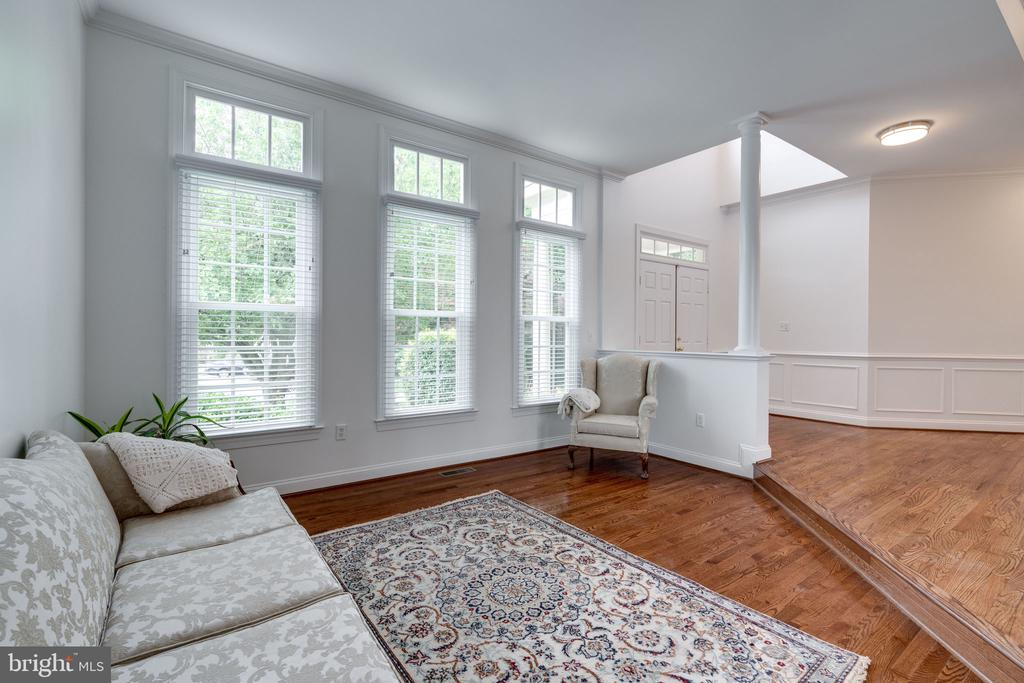Living Room with Huge Windows - 9413 ENGLEFIELD CT, FAIRFAX STATION