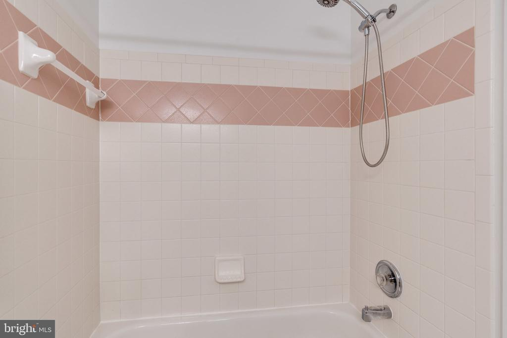 Bathroom 2 Tub Shower - 9413 ENGLEFIELD CT, FAIRFAX STATION