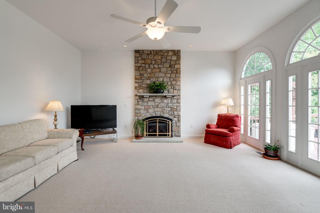 Very Spacious but Cozy with Stone Fireplace - 9413 ENGLEFIELD CT, FAIRFAX STATION
