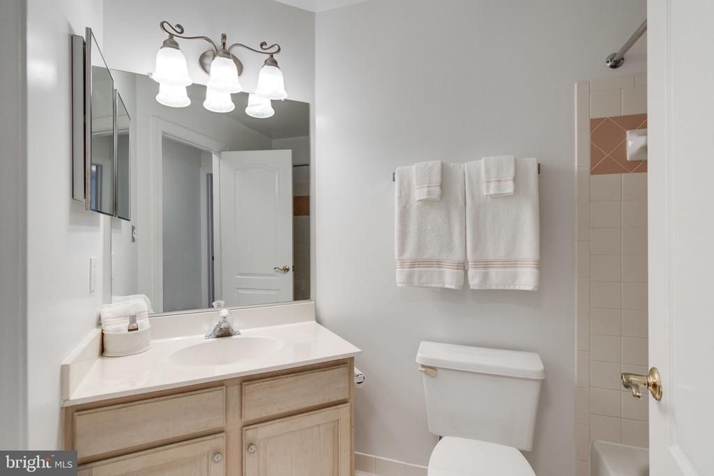 Bathroom 2 - 9413 ENGLEFIELD CT, FAIRFAX STATION