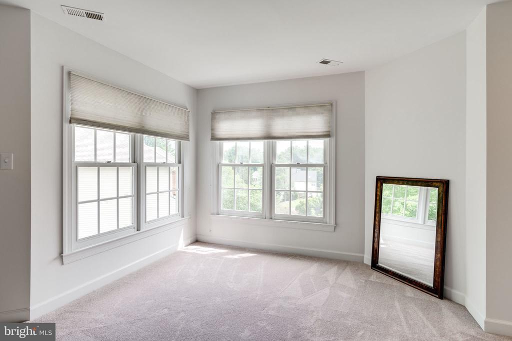 Master Bedroom Sitting Area - 9413 ENGLEFIELD CT, FAIRFAX STATION
