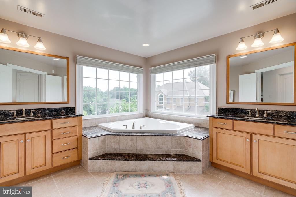 Master Bath with Double Vanities - 9413 ENGLEFIELD CT, FAIRFAX STATION