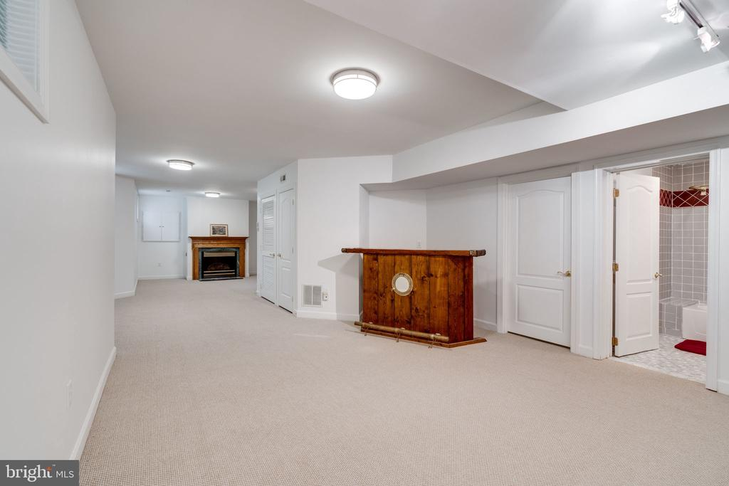 Very Spacious and Well Lit  Basement - 9413 ENGLEFIELD CT, FAIRFAX STATION