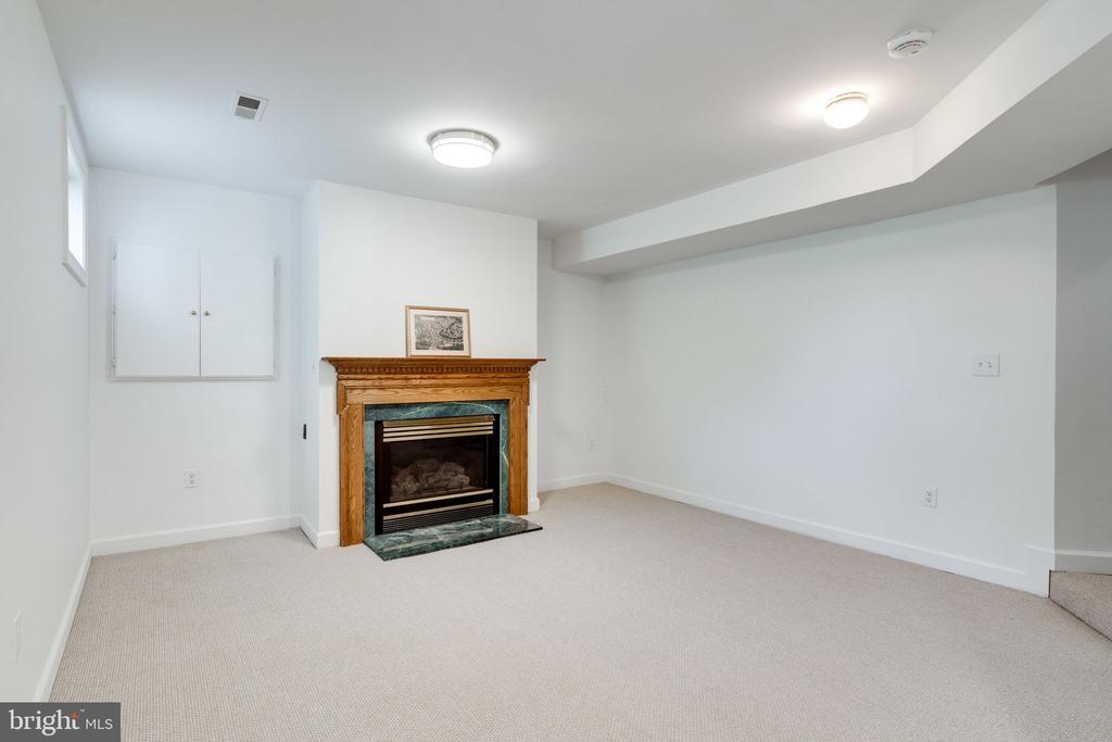 Fireplace in Basement - 9413 ENGLEFIELD CT, FAIRFAX STATION