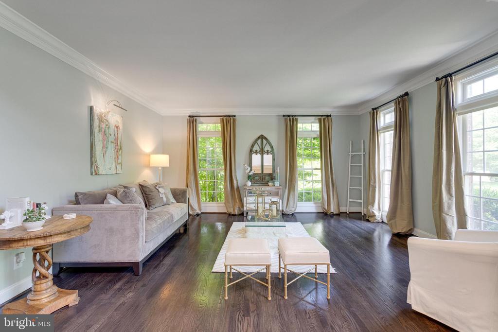 Formal living room off entry foyer. - 2796 MARSHALL LAKE DR, OAKTON