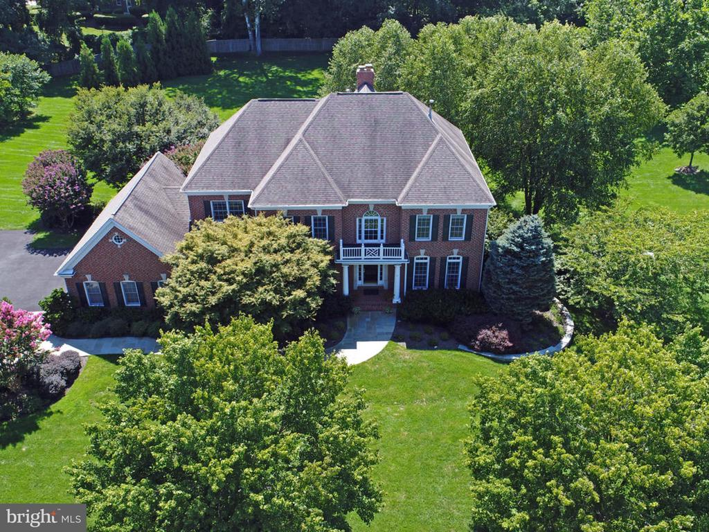 Stunning home 6,550 square feet. 5 BR, 4.5 baths - 2796 MARSHALL LAKE DR, OAKTON