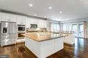 Expansive gourmet kitchen w/large center island - 2796 MARSHALL LAKE DR, OAKTON