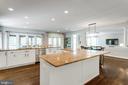Gourmet kitchen has plenty of recessed lighting. - 2796 MARSHALL LAKE DR, OAKTON