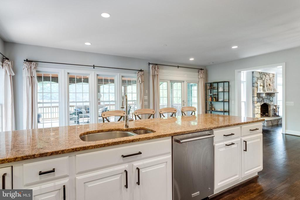 Breakfast bar at Sun Room. - 2796 MARSHALL LAKE DR, OAKTON