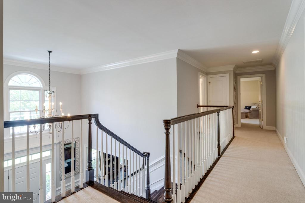 Upper level hallway. - 2796 MARSHALL LAKE DR, OAKTON
