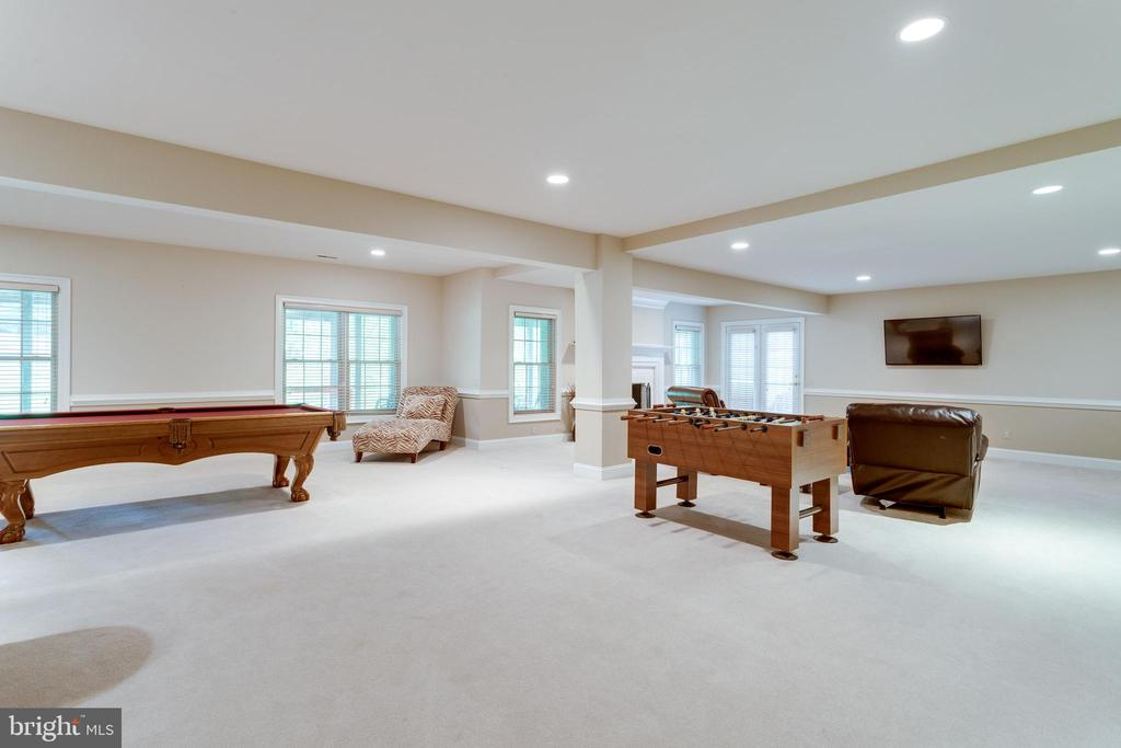 Expansive lower level. - 2796 MARSHALL LAKE DR, OAKTON
