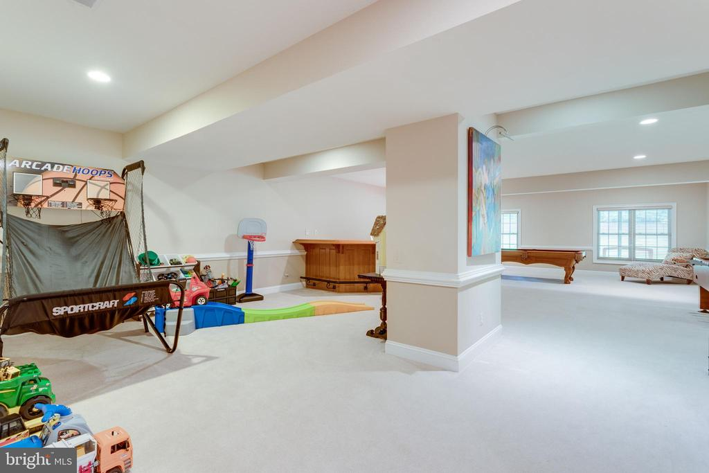 Lower level game room. - 2796 MARSHALL LAKE DR, OAKTON