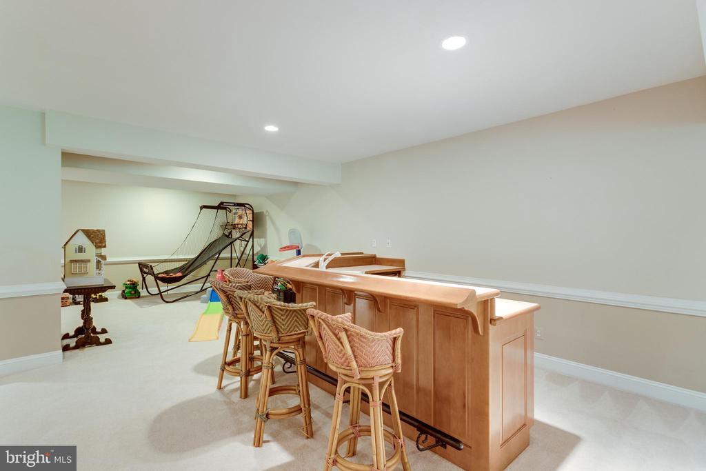 Built-in wet bar in lower level. - 2796 MARSHALL LAKE DR, OAKTON