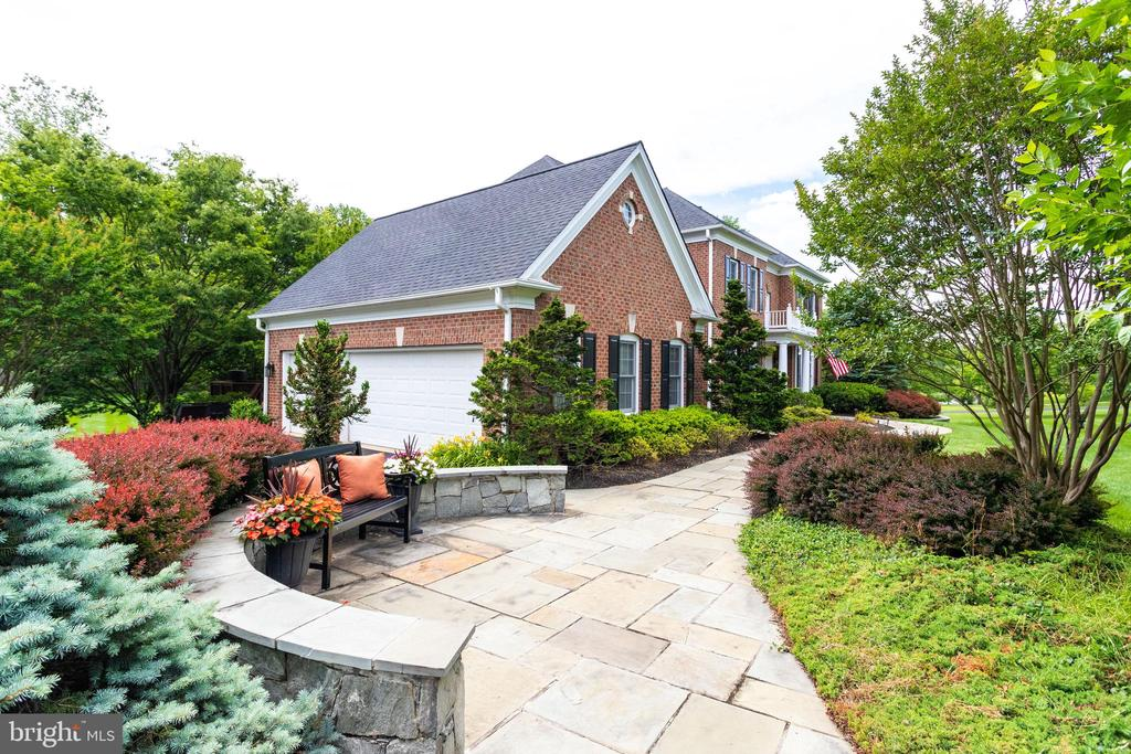 Attractive slate stone lead walk to front door. - 2796 MARSHALL LAKE DR, OAKTON