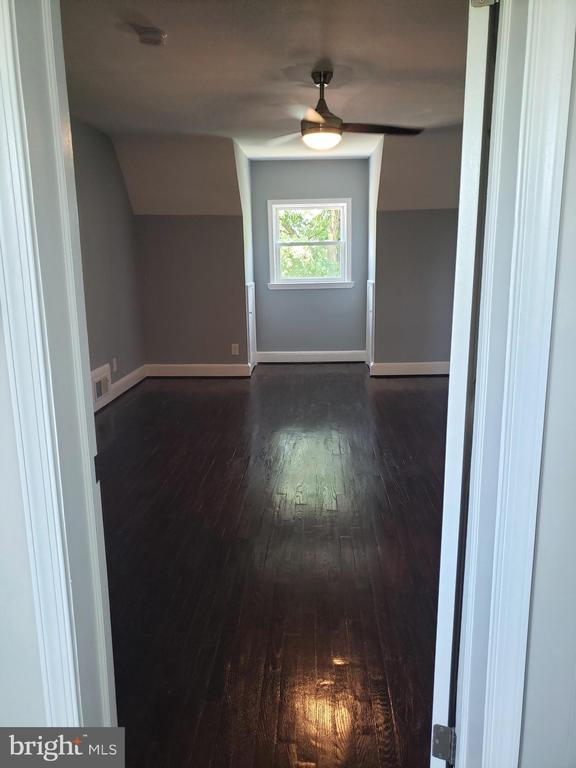 Upstair master bedroom - 1601 WOODHILL CT, LANDOVER