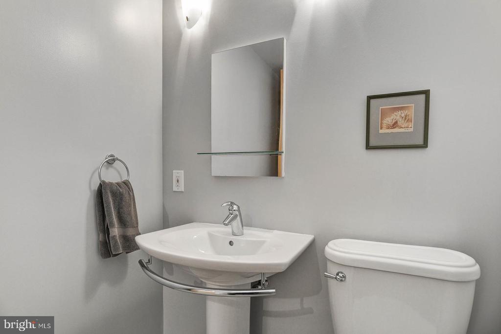 half bath - 1454 BELMONT ST NW #15, WASHINGTON