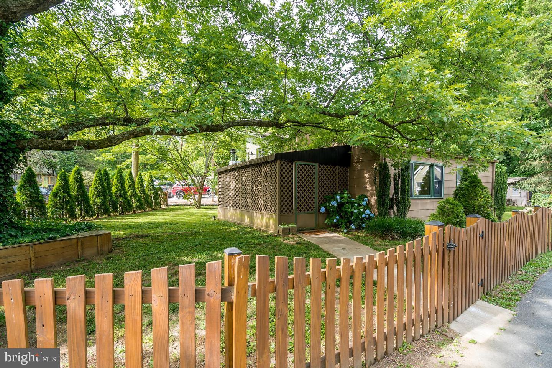Single Family Homes per Vendita alle ore Cabin John, Maryland 20818 Stati Uniti