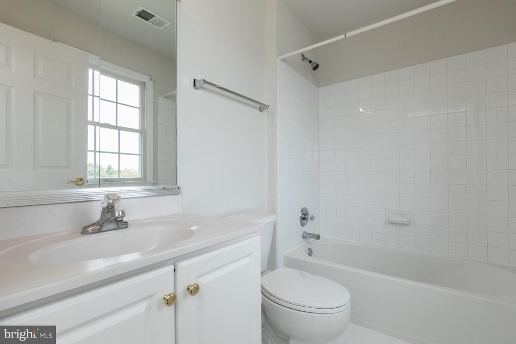 Bath - 19755 WILLOWDALE PL, ASHBURN