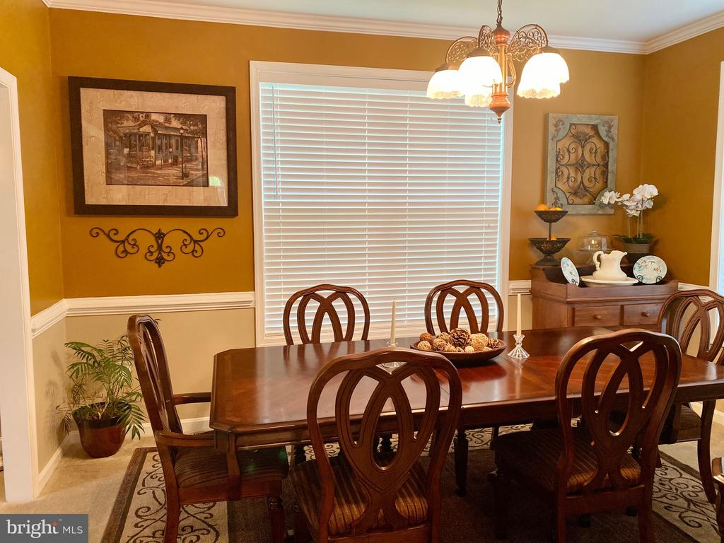 Dinning table and Chairs for Sale $2,000.00 - 3545 GROUSE POINTE DR, STAFFORD